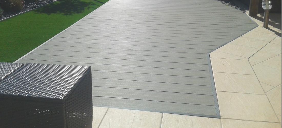 terrasse en composite et finitions aluminium avec gazon synthétique à bouzigues