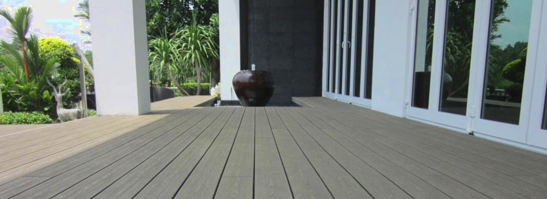 terrasse en composite design de qualité réalisé par occia dans la ville d'agde